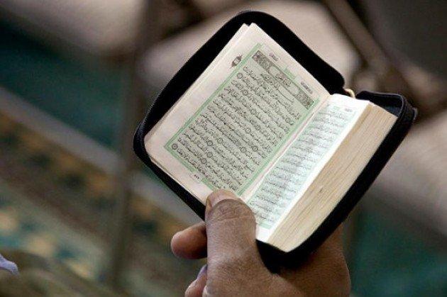 Jangankan Makan, Baca Al-Qur'an Juga Ada Adabnya
